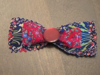 How to make a fashionable fabric hair bow