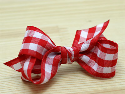Step By Step:  How To Make a Gingham Chunky Bow